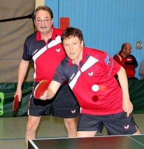 Lorenz Weber (li) und Peter Wagner steuerten insgesamt vier Punkte zum Hausener 9:5-Sieg in Weinbach bei.